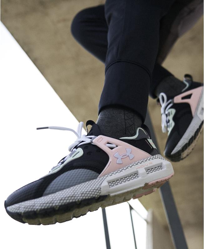 女士UA HOVR Mega MVMNT NM运动休闲鞋